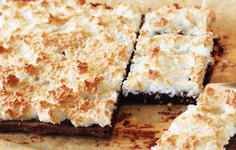 pianka-kokosowa-na-lekkim-brownie-1