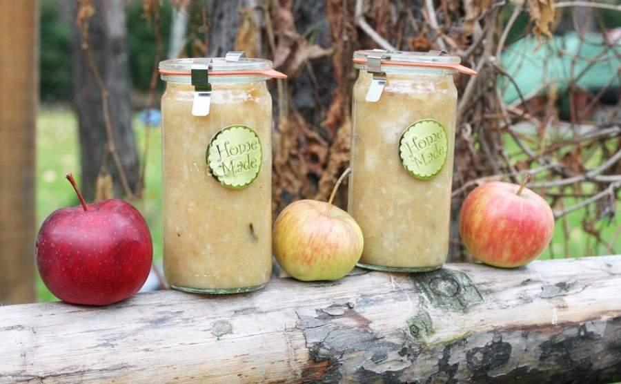 Jabłka prażone z cynamonem i goździkami