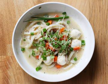 Rosół orientalny z makaronem Udong