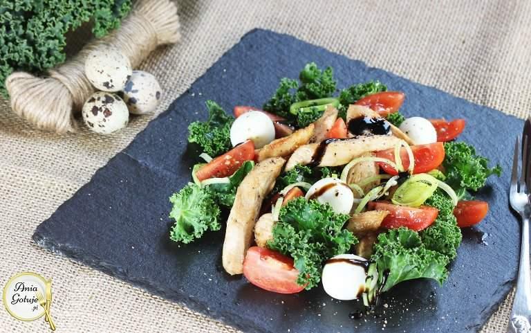 salatka-z-kurczakiem-i-jarmuzem-1