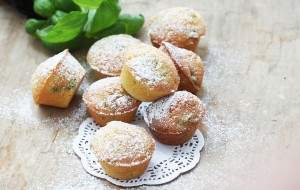 Mini babeczki bazyliowe z mąki jaglanej