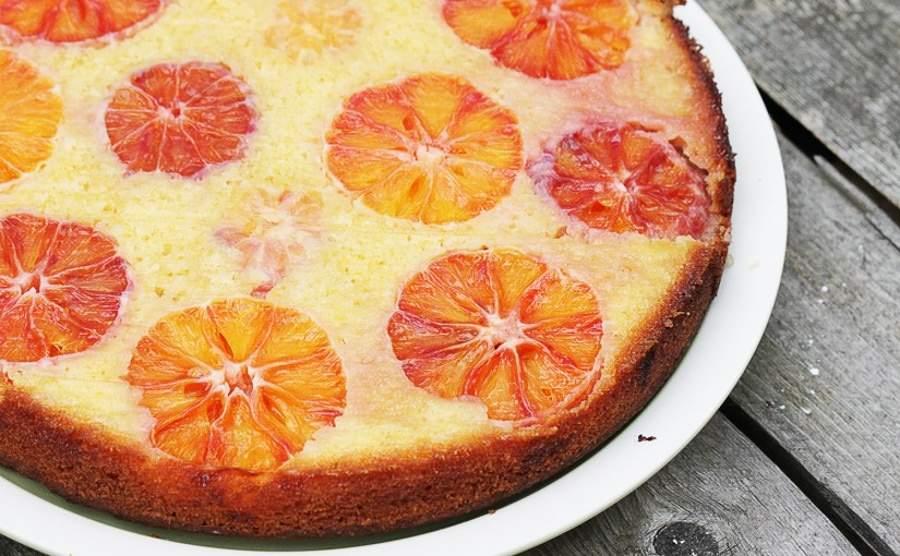 Odwrócone ciasto jogurtowe z pomarańczą