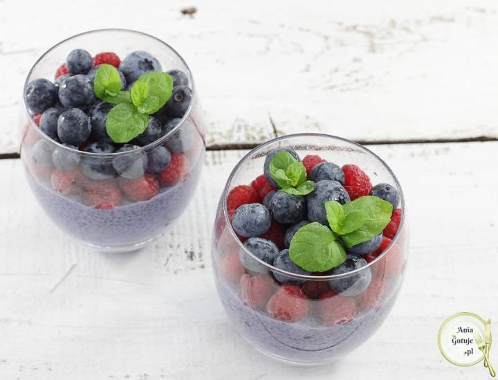 Pudding jagodowy z chia i owocami, 1