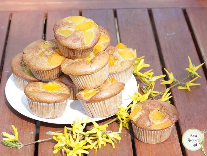 Muffiny bezglutenowe z brzoskwiniami, 1