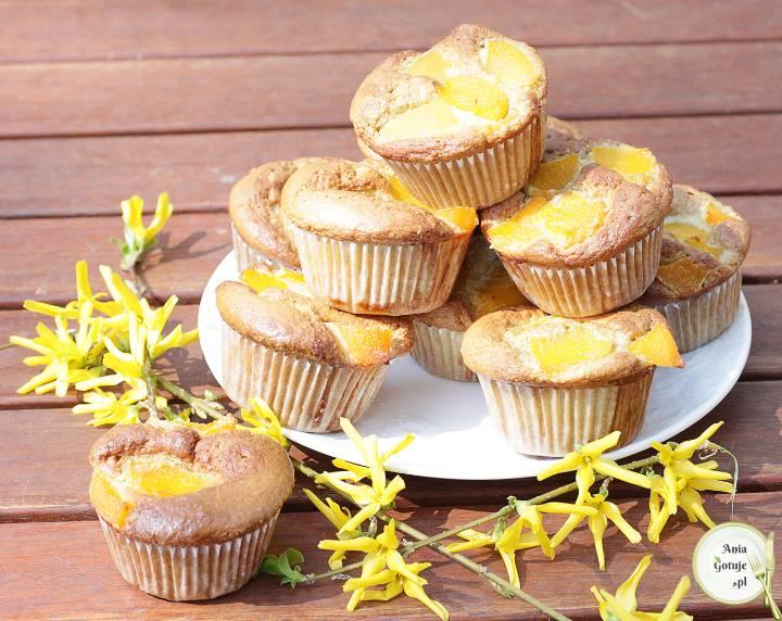 Muffiny bezglutenowe z brzoskwiniami, 2