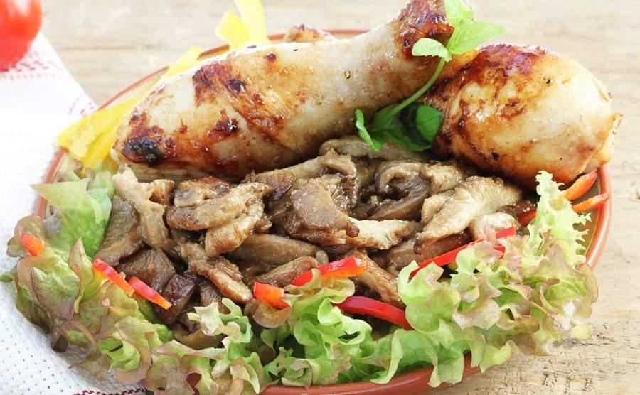 Pałki kurczaka z boczniakami w nerkowcach