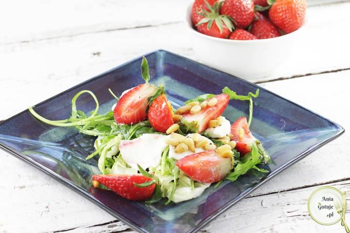 Sałatka z mozzarellą i truskawkami, 2