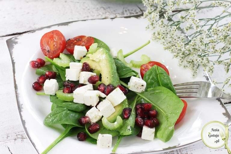 salatka-kolorowa-z-awokado-i-granatem-3