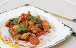 Chińszczyzna z kurczakiem i szparagami