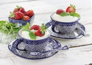 Prosty deser z mascarpone i owocami