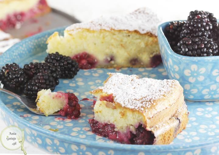 Opadające ciasto śnieżka z jeżynami, 1