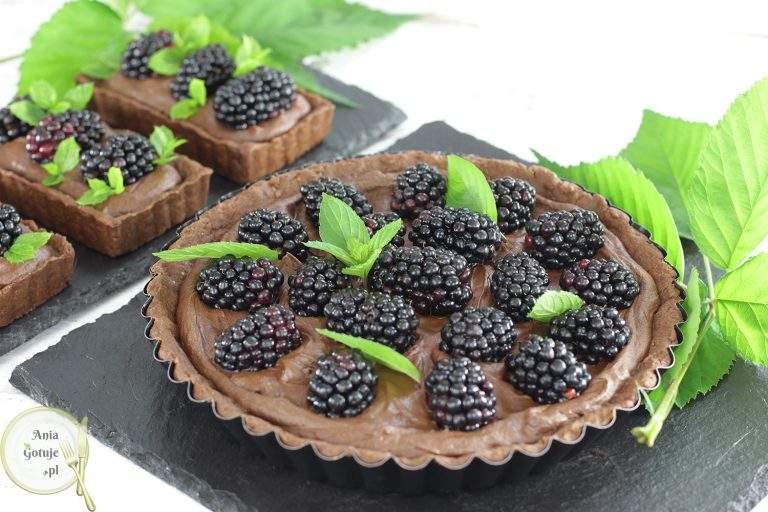 czekoladowa-tarta-ganache-i-jezynami-1