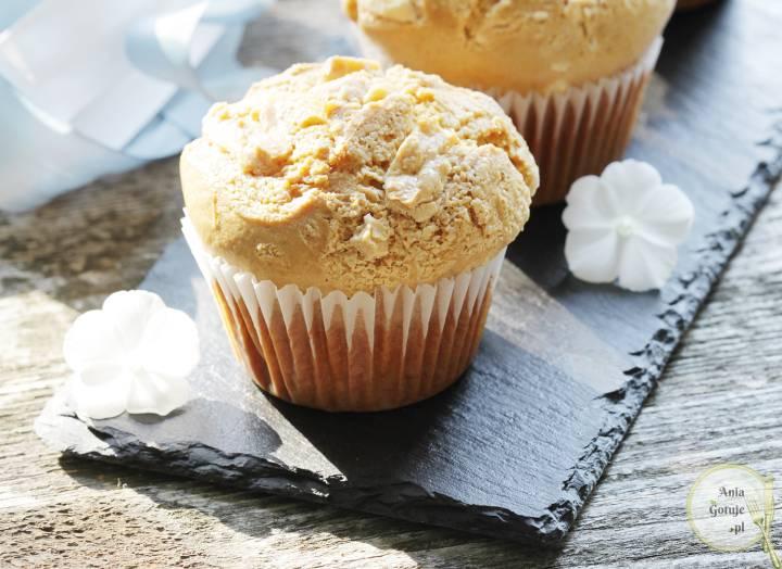 Mleczne muffiny z białą czekoladą, 2