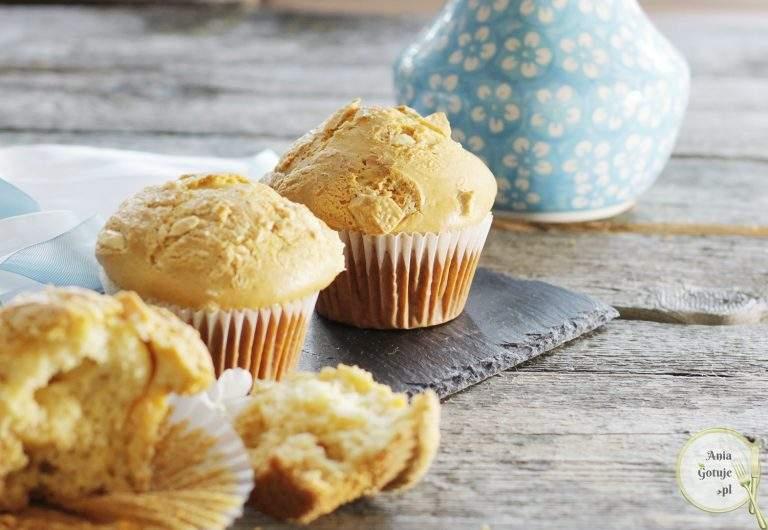 mleczne-muffiny-z-biala-czekolada-1