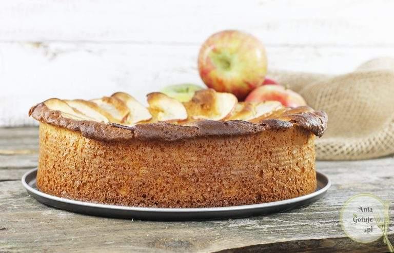 ciasto-drozdzowe-z-parasolka-z-jablka-1