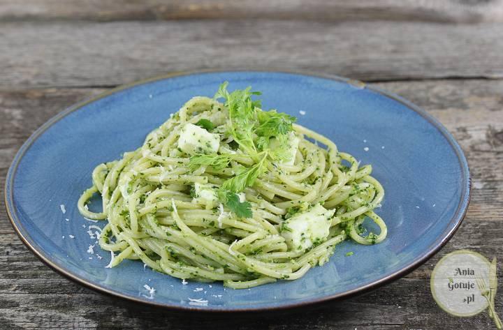 Makaron z zielonym pesto i mozzarellą, 1