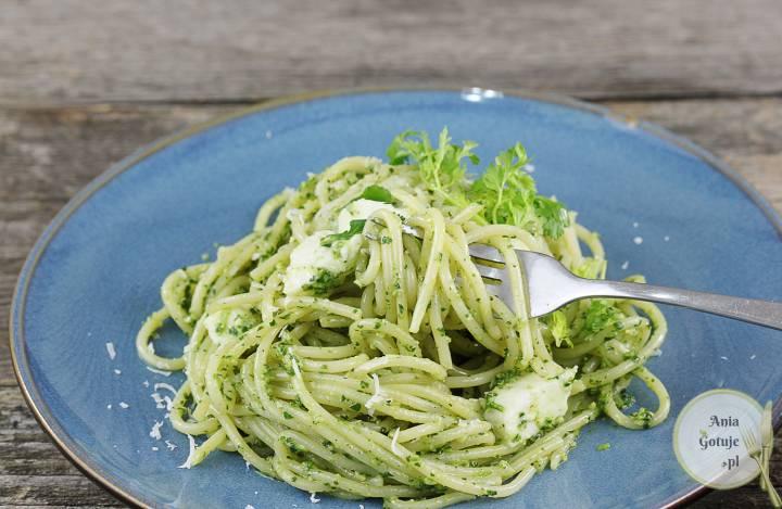 Makaron z zielonym pesto i mozzarellą, 2