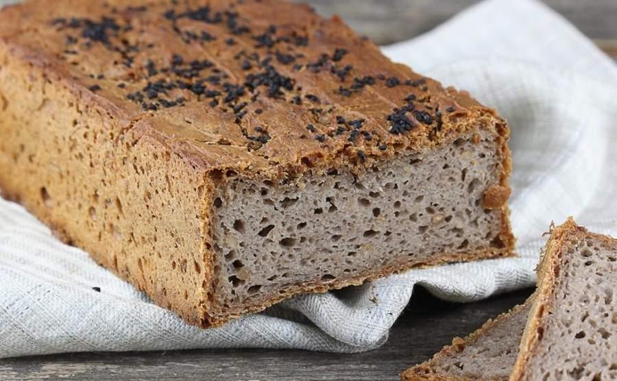 Domowy chleb gryczany z czarnuszką