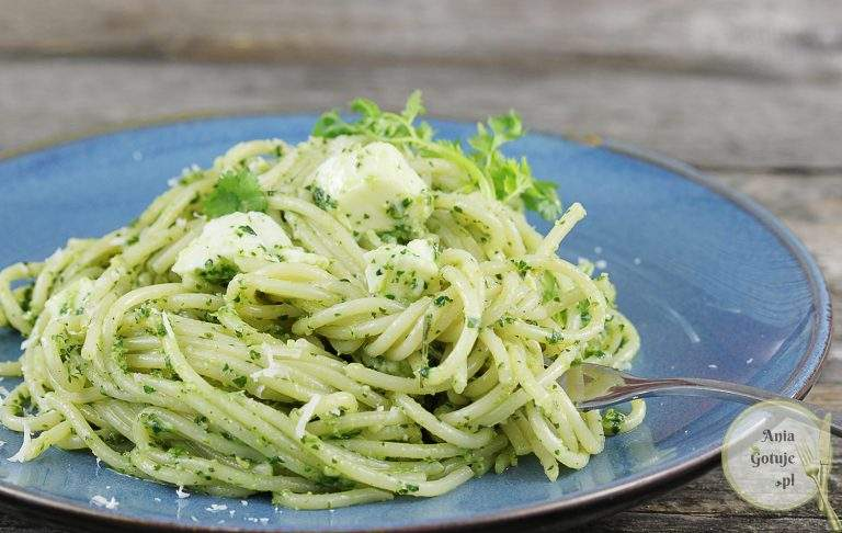 makaron-z-zielonym-pesto-i-mozzarella-3