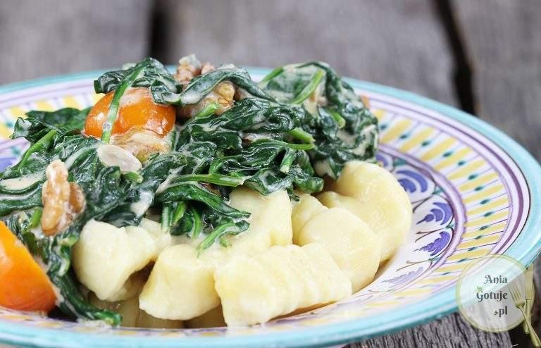 gnocchi-ze-szpinakiem-i-pomidorami-w-sosie-serowym-2