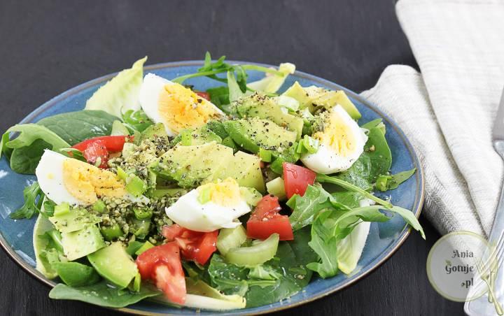 Zielona sałatka z jajkiem i awokado, 1