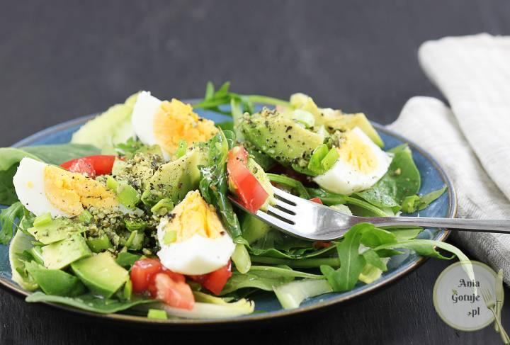 Zielona sałatka z jajkiem i awokado, 2