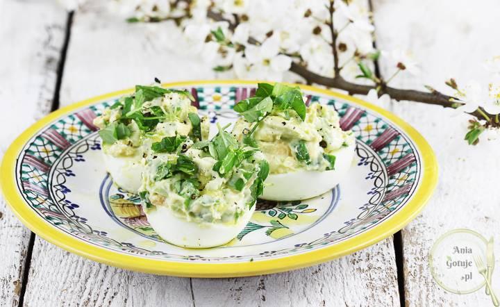 Jajka faszerowane awokado i szczypiorkiem, 2