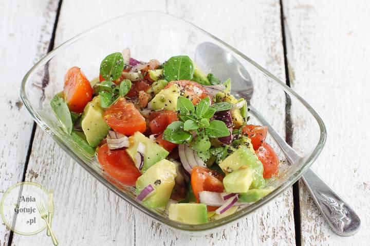 kolorowa-salatka-z-awokado-1