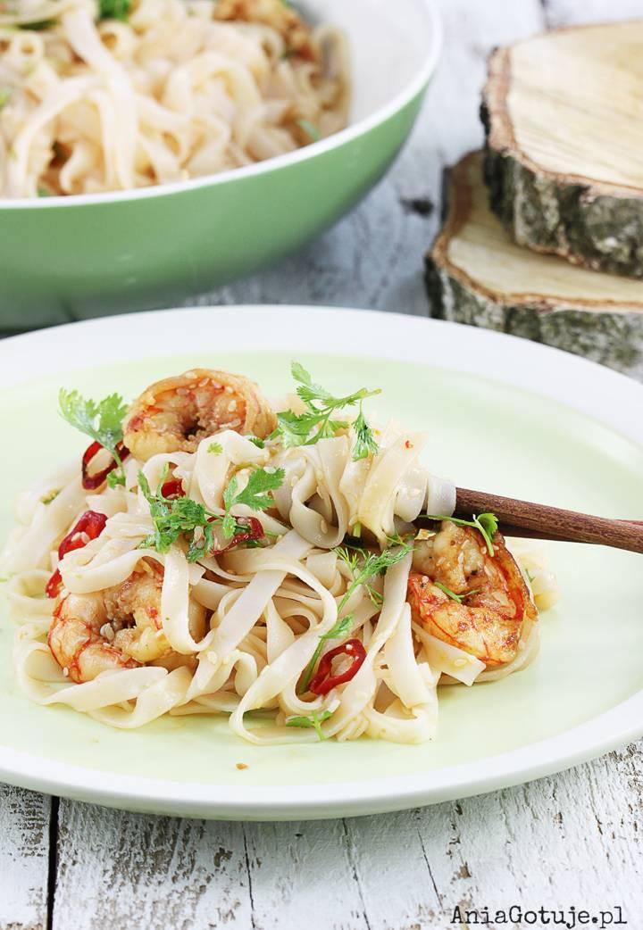 Makaron ryżowy z krewetkami, 2