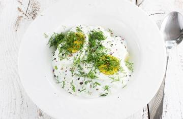 Chłodnik ogórkowy z jajkiem i ziemniakami