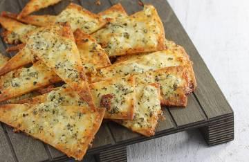 Chipsy serowo-czosnkowe z tortilli