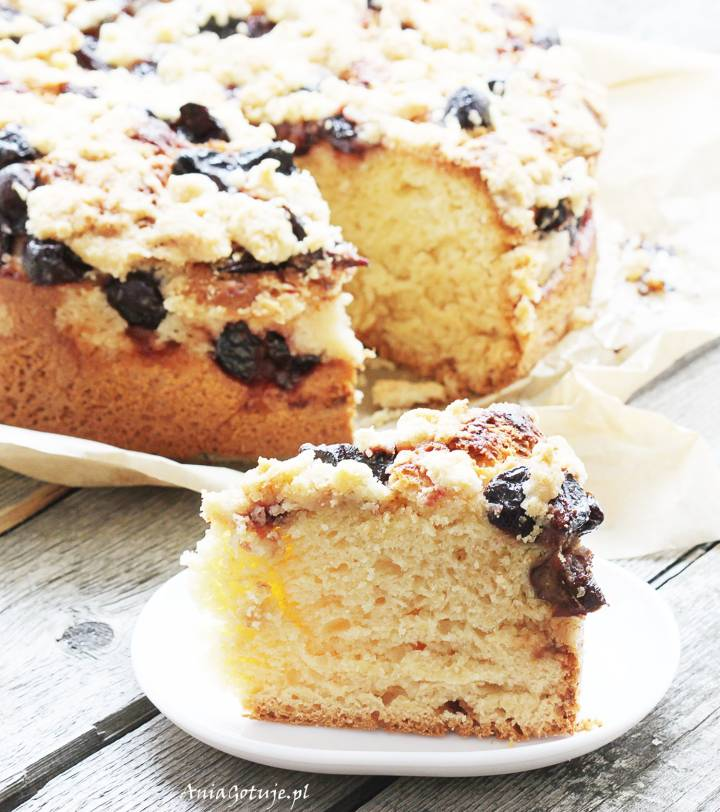 Ciasto drożdżowe ze śliwkami i kruszonką, 1