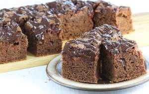 Ciasto czekoladowe z konfiturą ze śliwek