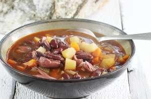 Węgierska zupa fasolowa