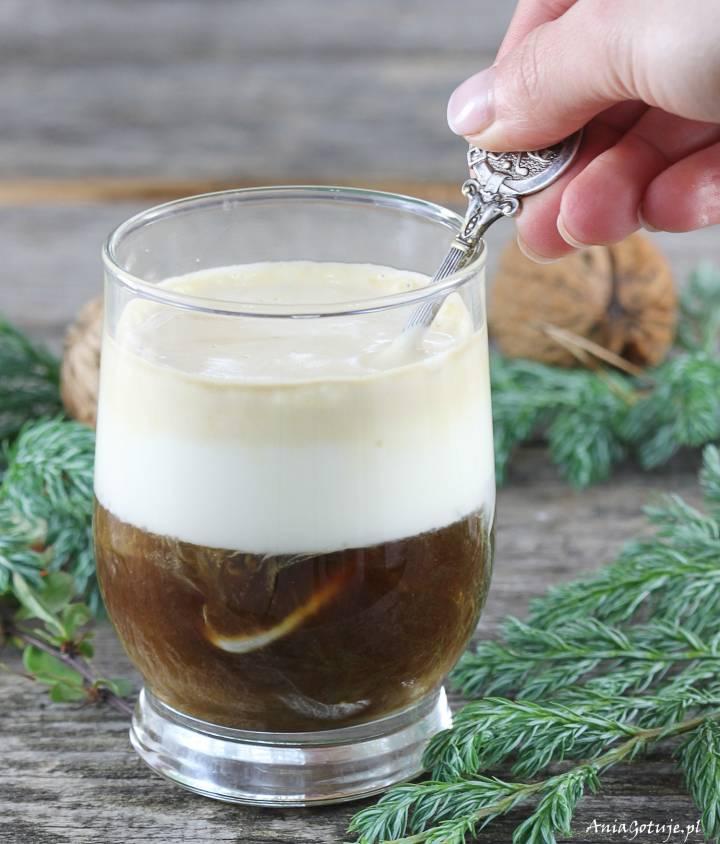 Kawa z jajkiem i bitą śmietaną, 2