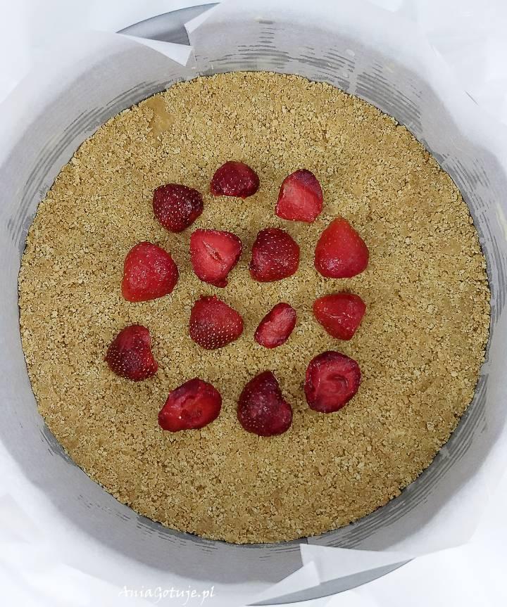 Sernik na zimno z białą czekoladą i truskawkami, 10