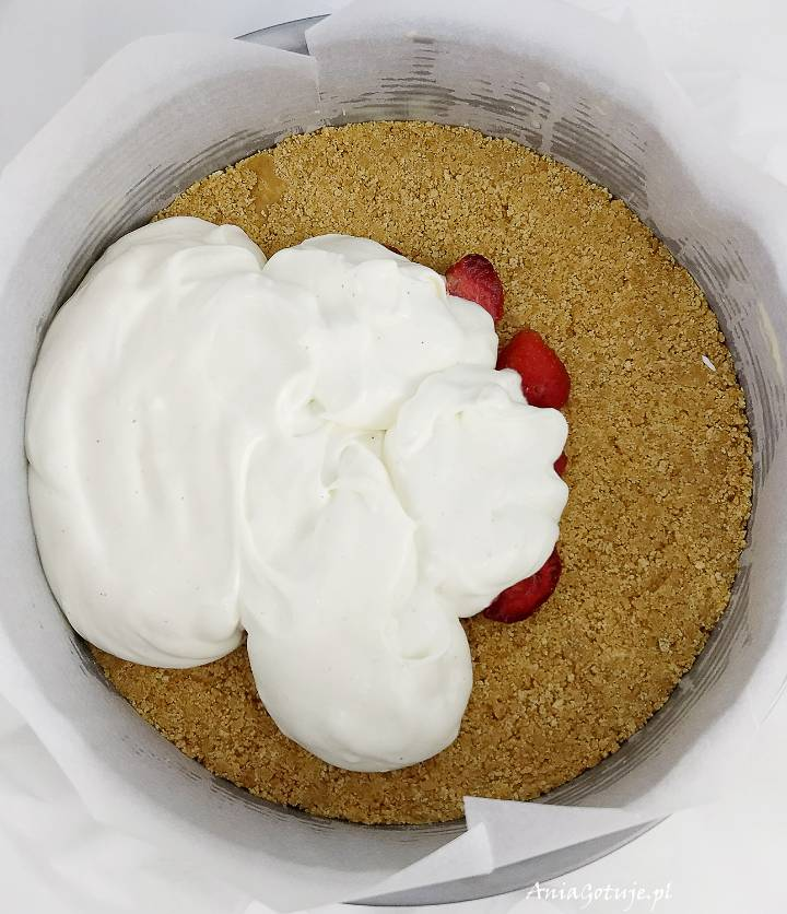 Sernik na zimno z białą czekoladą i truskawkami, 11