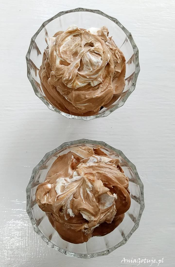 Prosty deser czekoladowy w pucharku z malinami, 5