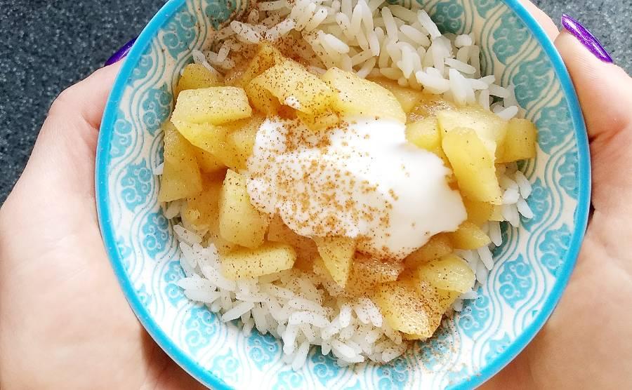 Ryż z prażonym jabłkiem