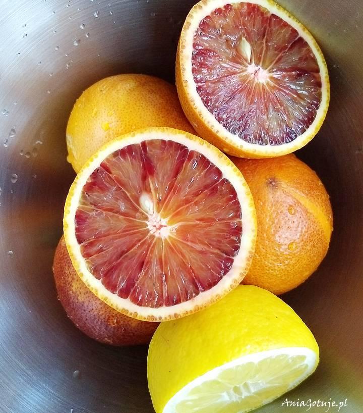 Koktajl z czerwonych pomarańczy i bananów, 1