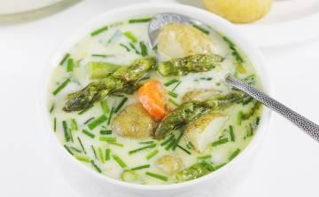 Zupa szparagowa z młodymi ziemniakami