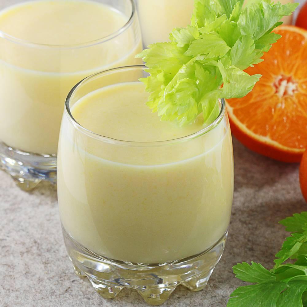 Koktajl brzoskwiniowy z bananem i sokiem z mandarynek